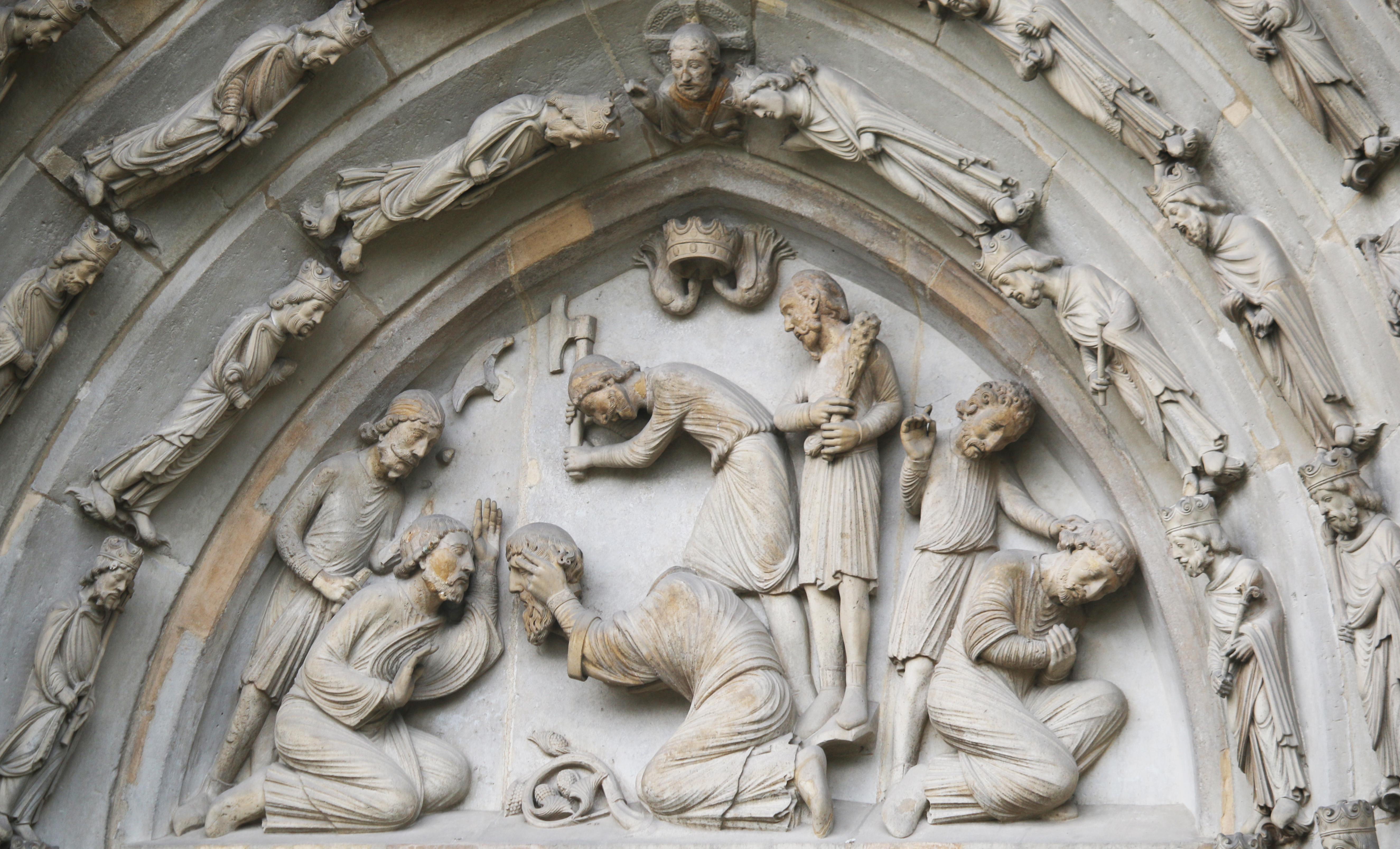 Basilique de Saint-Denis, portail royal : la décollation de saint Denys