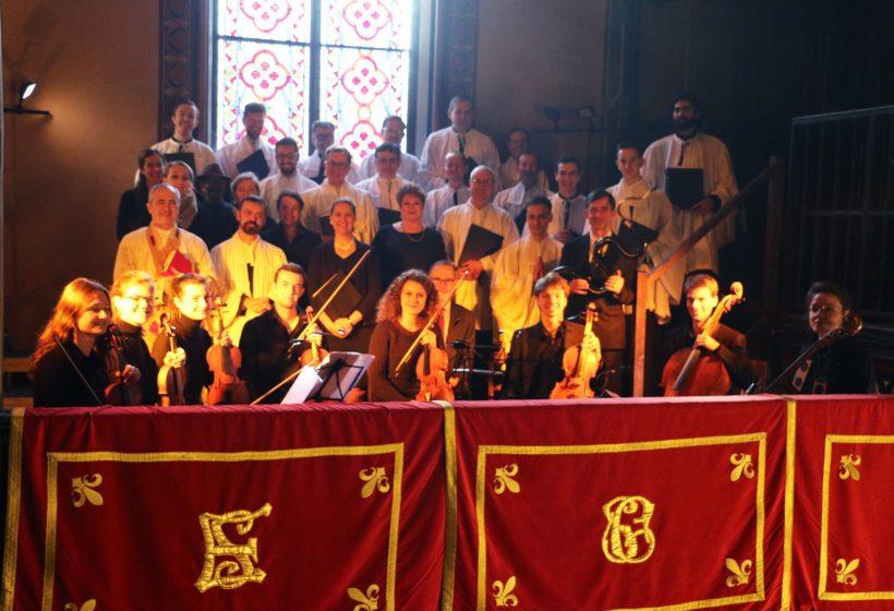 Fêtes patronales 2019 - Sainte messe de la solennité de sainte Cécile - Messe du Sacre de Louis XVI de François Giroust. La schola et les instrumentistes après la messe.