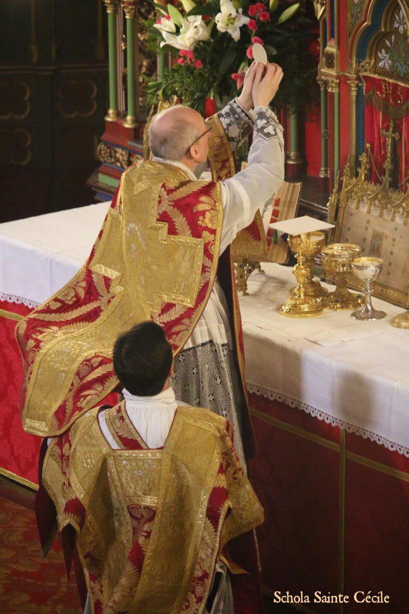 Fêtes patronales 2019 - Sainte messe de la solennité de saint Eugène - à l'élévation du Corps du Seigneur.