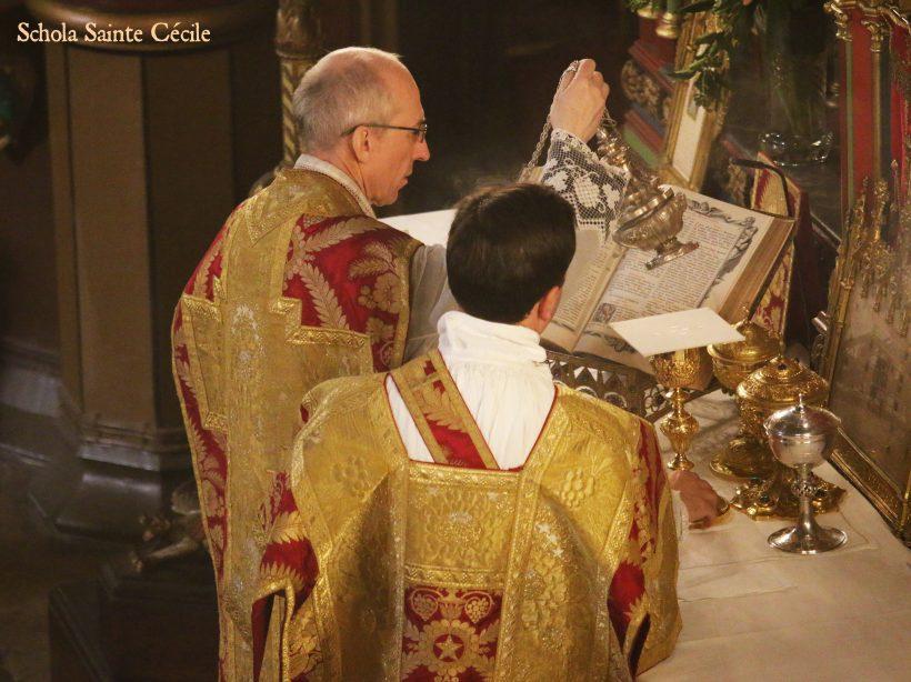 Fêtes patronales 2019 - Sainte messe de la solennité de saint Eugène - aux encensements de l'offertoire.