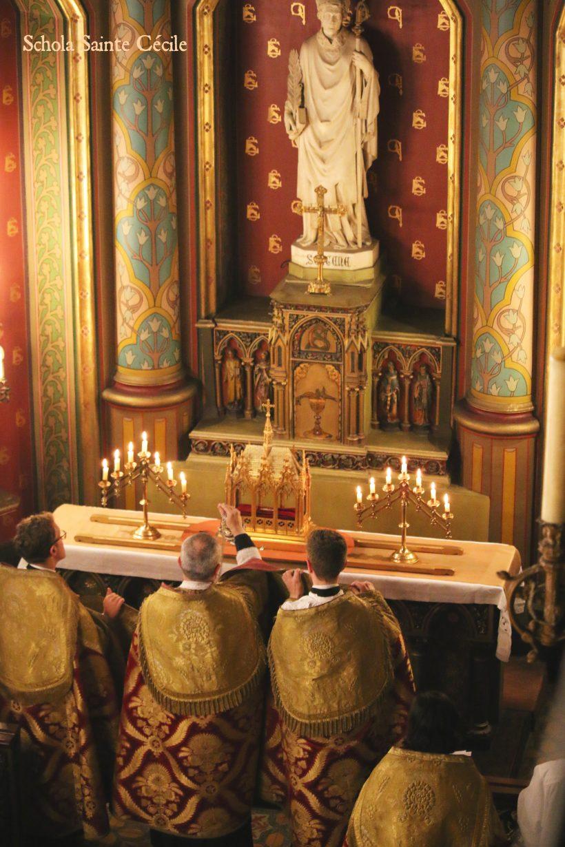 Fêtes patronales 2019 - Secondes vêpres de la solennité de saint Eugène - encensements des reliques de saint Eugène pendant le chant du Magnificat.