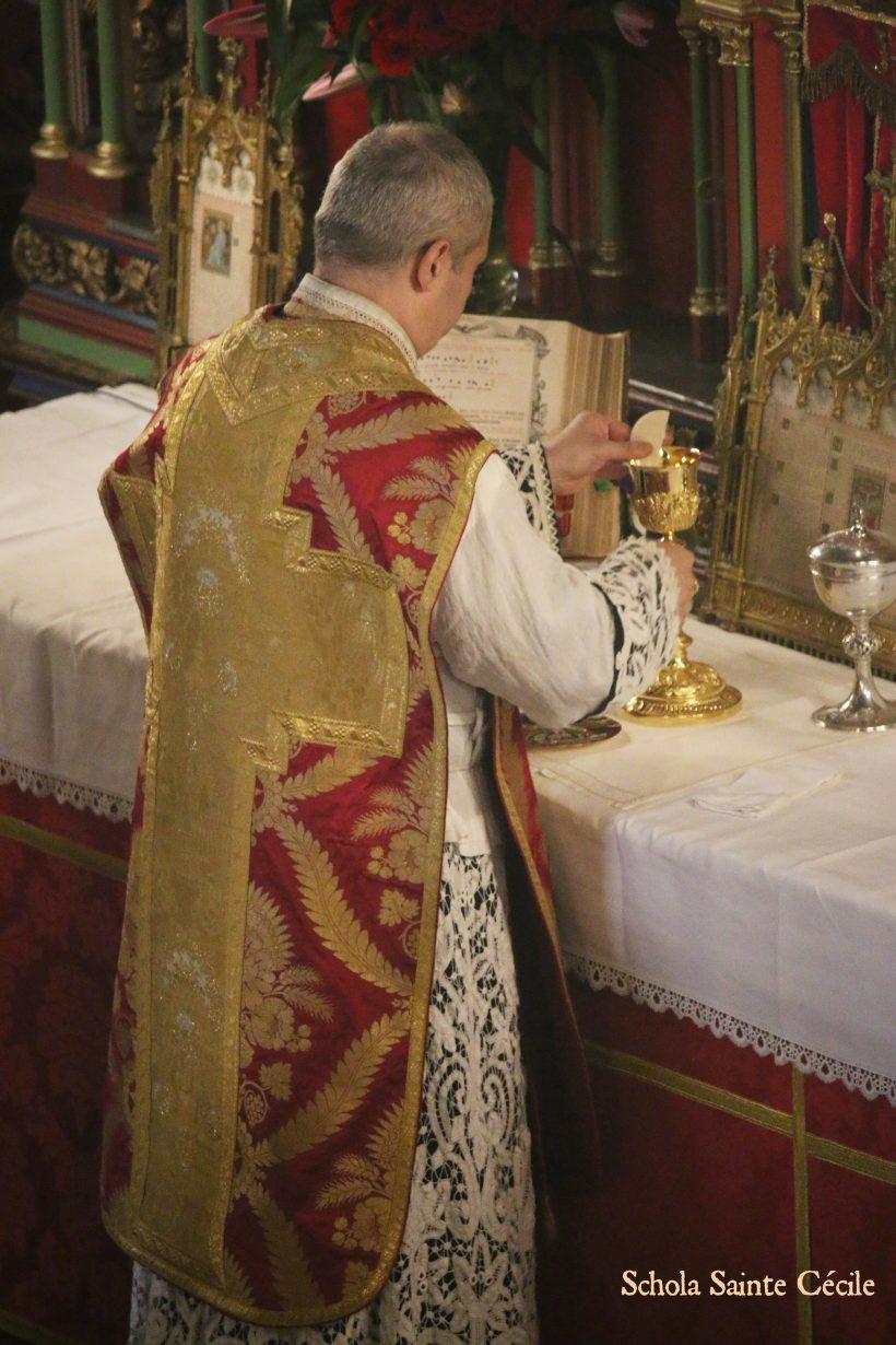 Fêtes patronales 2019 - Sainte messe de la solennité de sainte Cécile - Messe du Sacre de Louis XVI de François Giroust. A la fraction du pain.