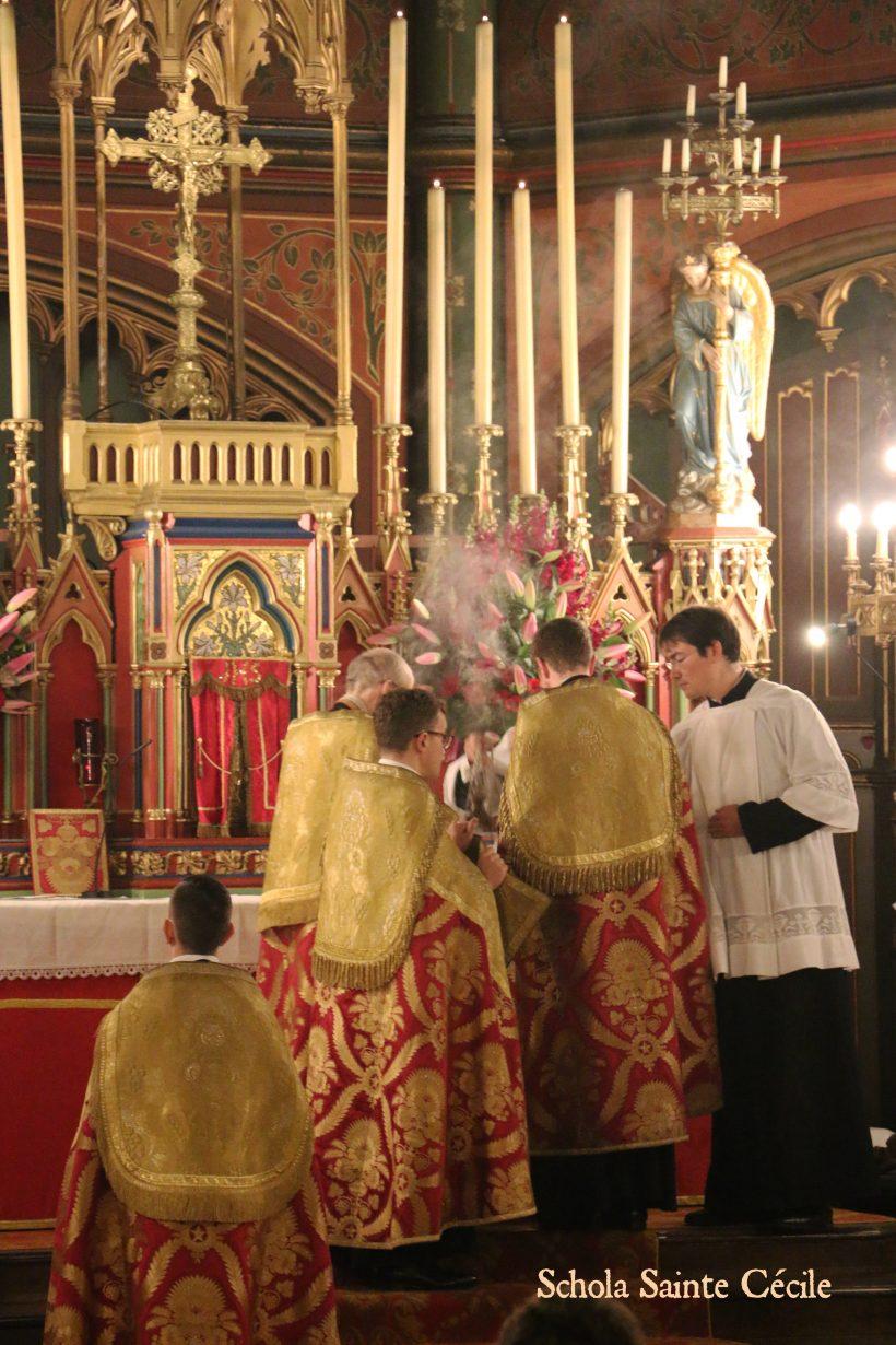 Fêtes patronales 2019 - Secondes vêpres de la solennité de sainte Cécile - aux encensements du Magnificat.