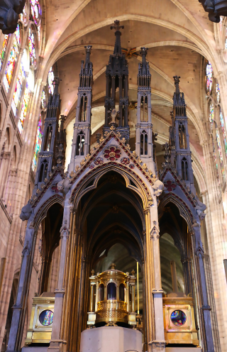 Reliquaire des saints Denys, Rustique et Eleuthère dans la basilique Saint-Denis.