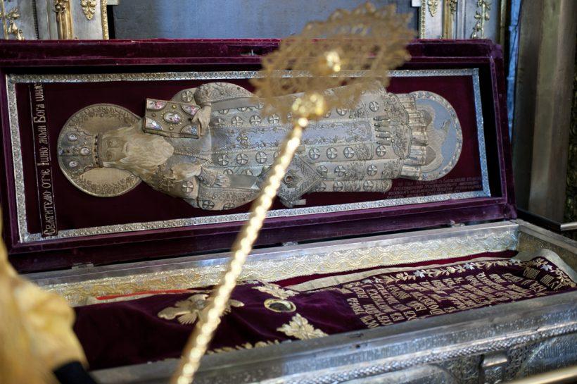 Reliquaire contenant le corps de saint Jonas de Moscou dans la cathédrale de l'Assomption au Kremlin