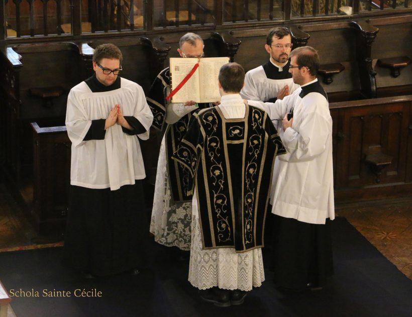 Messe de Requiem pour le centième anniversaire du trépas de l'impératrice Eugénie - chant de l'évangile par le diacre