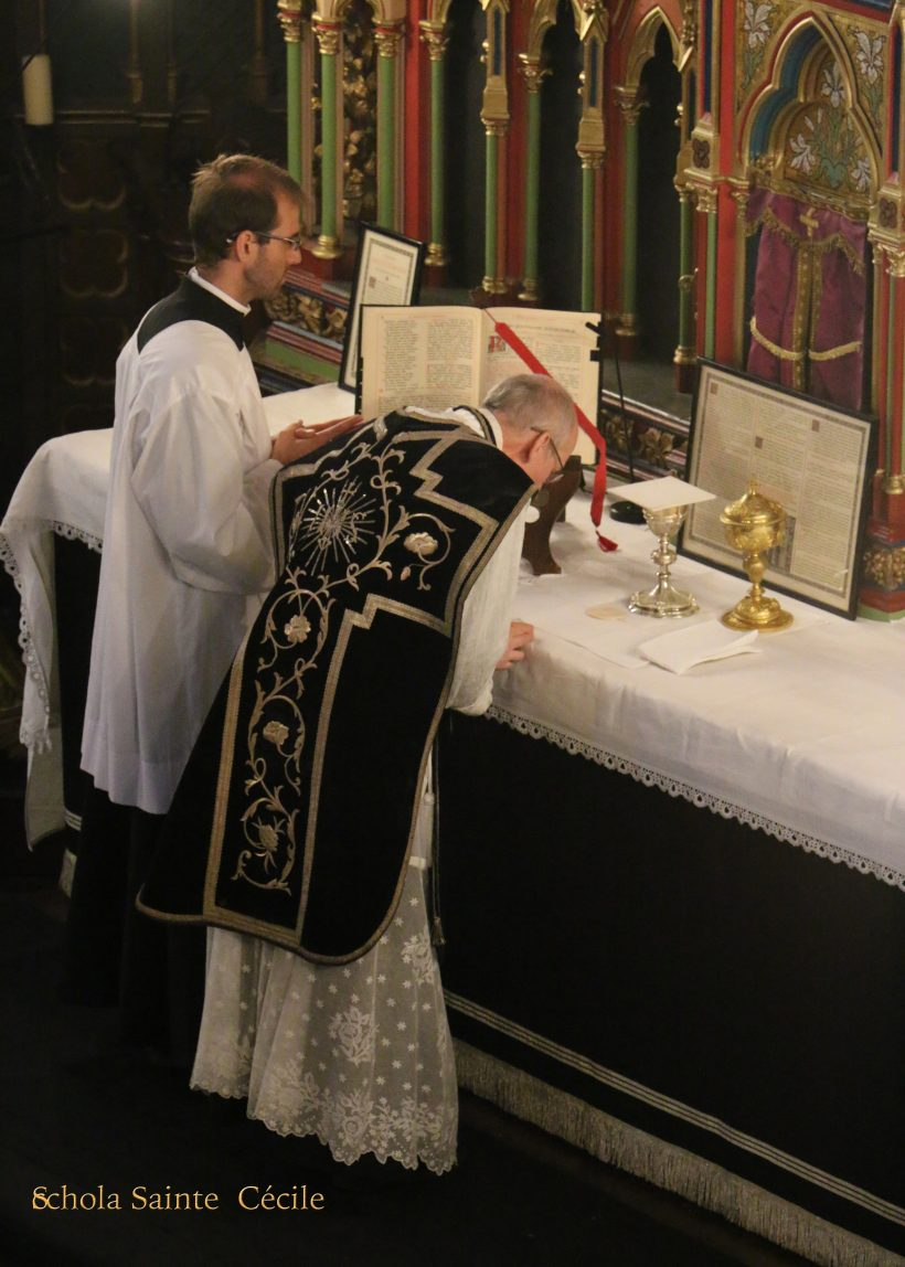 Messe de Requiem pour le centième anniversaire du trépas de l'impératrice Eugénie - à l'offertoire