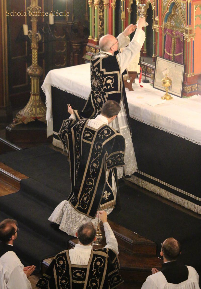 Messe de Requiem pour le centième anniversaire du trépas de l'impératrice Eugénie - à l'élévation du Précieux Sang du Seigneur