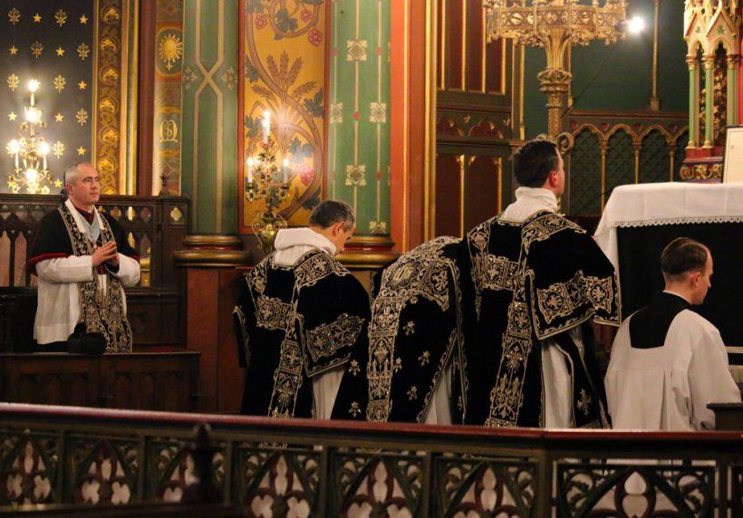 Requiem pour Louis XVI du 21 janvier 2021  : les prières au bas de l'autel