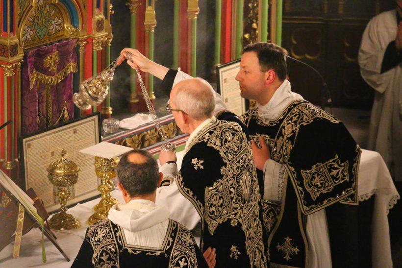 Requiem pour Louis XVI du 21 janvier 2021  : les encensements de l'offertoire